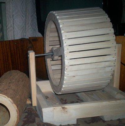 Беговое колесо своими руками для хомяка из дерева