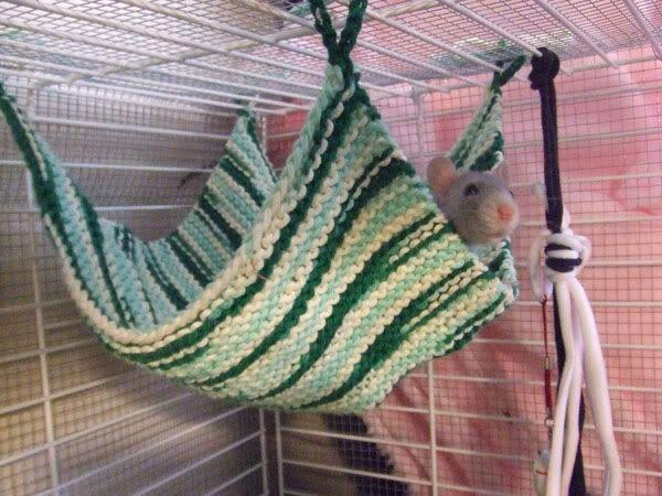 Вязаный гамак для крысы своими руками