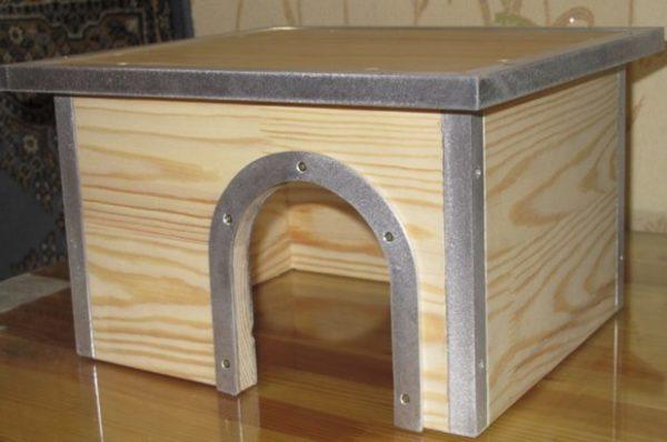 Домик с кантиком из металла для шиншиллы