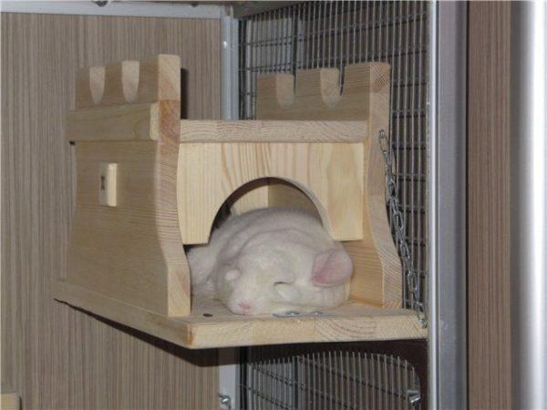 Домик для шиншиллы в виде замка
