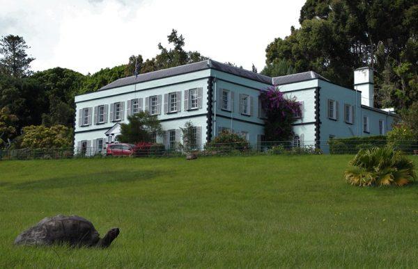 Черепаха Джонатан и резиденция губернатора острова св. Елены